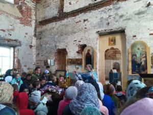 Первая литургия в храме Рождества Пресвятой Богородицы села Вощажниково 2018 г.