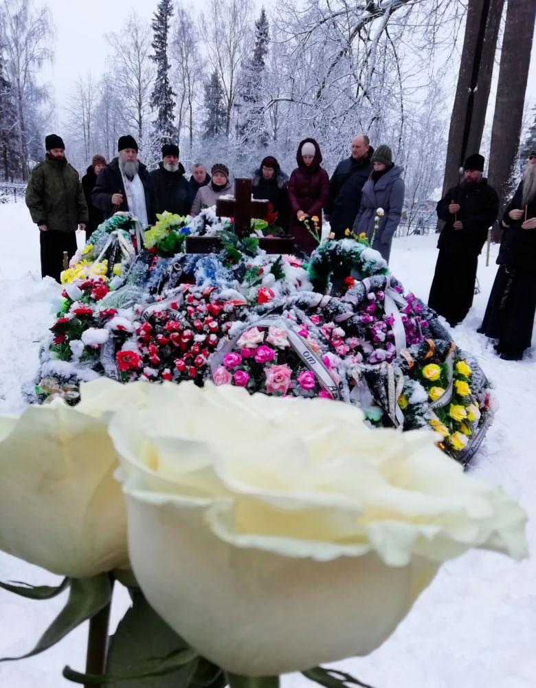 Лития на могиле директора Вощажниковской СОШ